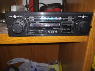 Radio cassette antiguo