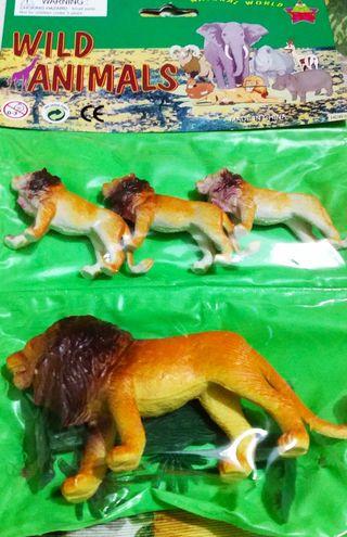 Juguetes de leones de plástico nuevo
