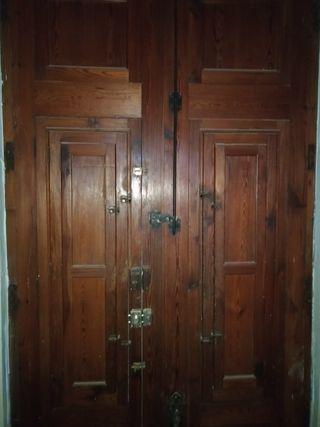 se vende puerta de 2 hojas de mobila