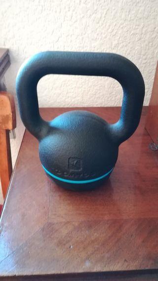 Pesa 8 kg kettlebell Decathlon