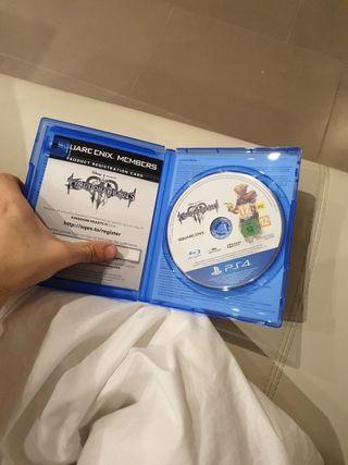 PS4 1TB + KINGDOM HEARTS 3 + 3 JUEGOS + 1 MANDO