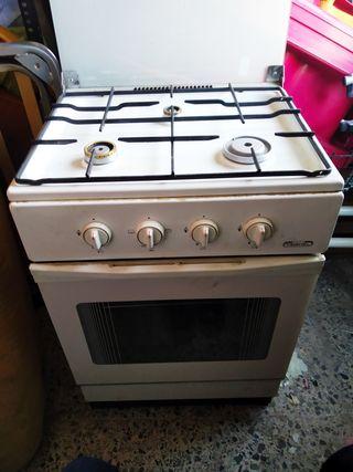 Cocina con horno timshel de gas butano de segunda mano por for Cocinas con horno de gas butano baratas