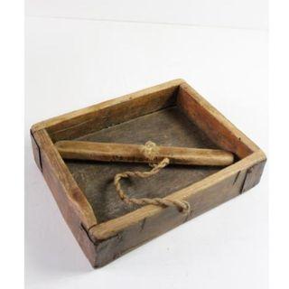 Antiguo celemín, medida de grano de madera.
