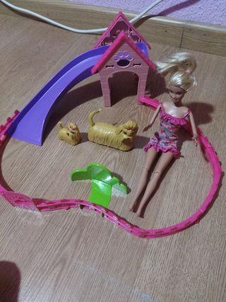 Barbie y su parque de perritos