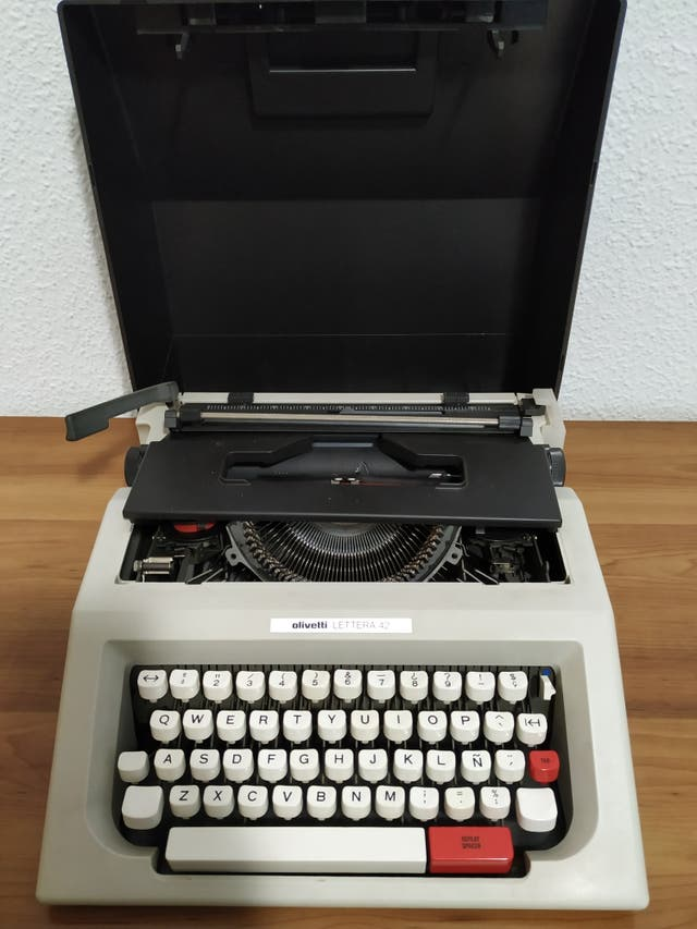 maquina escribir olivetti lettera 42