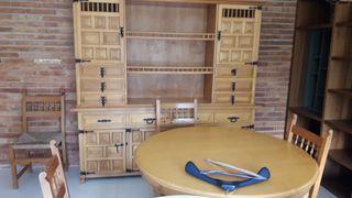 librería y mesa 4 sillas