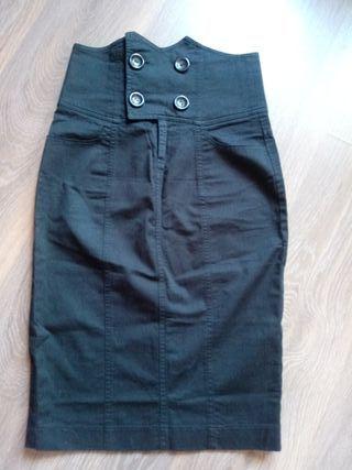 Falda negra entallada