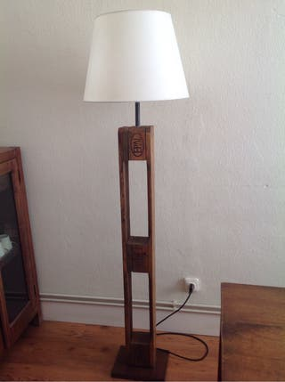 Lámpara de diseño,de madera.Hecha a mano.