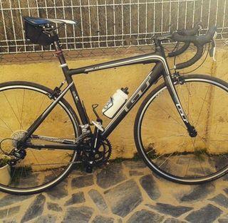 Bicicleta GT carretera y rodillo