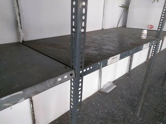 estantería metálica