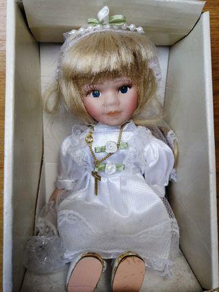 Muñeca porcelana comunión.