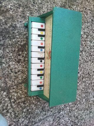 piano de jugete antiguo