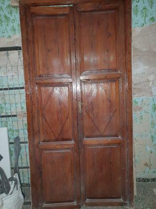 puerta de madera de mobila vieja