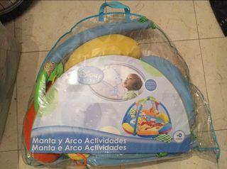 Manta y arco de actividades Disney Baby
