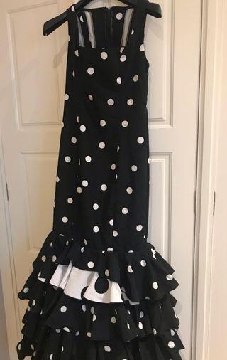 Traje flamenca negro complementos