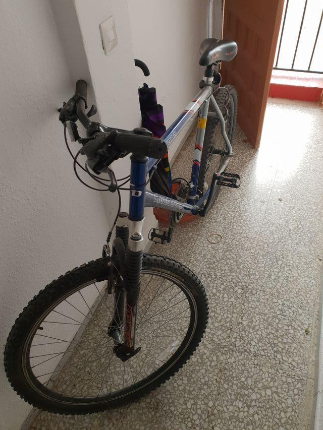 vendo bicicleta o cambio por una de mujer