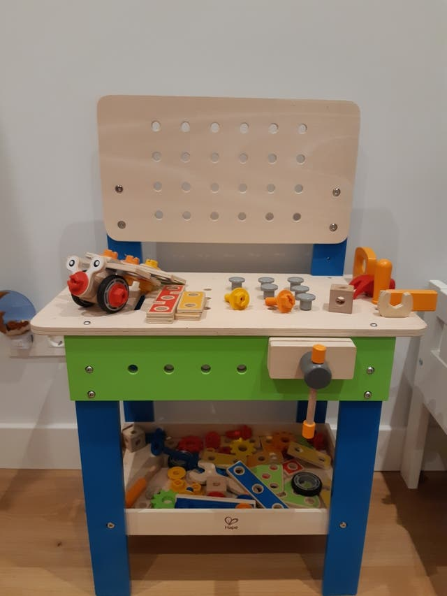 Banco de herramientas de juguete