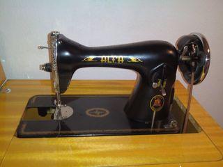 Maquina de coser antigua.Buen estado.Con mueble.