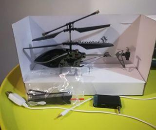Helicóptero metálico teledirigido.
