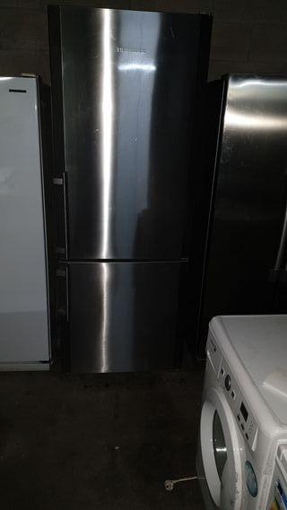 frigorífico Liebherr de 2 metros por 75 por 62