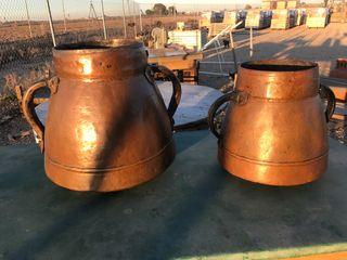 Bonita pareja de calderas de cobre
