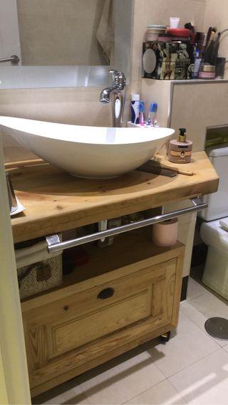 Mueble de baño antiguo