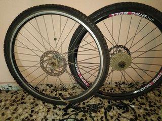 Ruedas y frenos de bicicleta