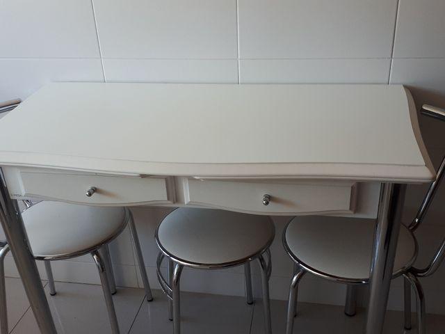 Mesa cocina con 2 sillas y taburete de segunda mano por 85 € en ...
