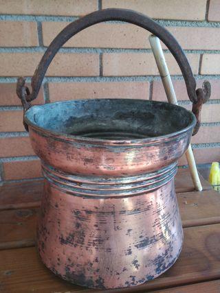 Caldero antiguo de cobre.