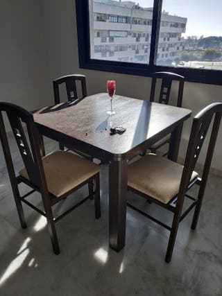 Mesa cuadrada extensible de comedor + 4 sillas
