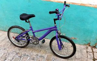 Bicicleta estilo bmx morada