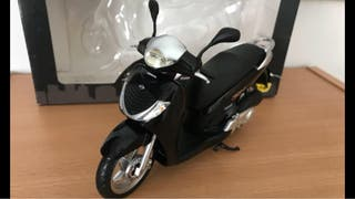 Preciosa motocicleta de coleccion HONDA SH 125i
