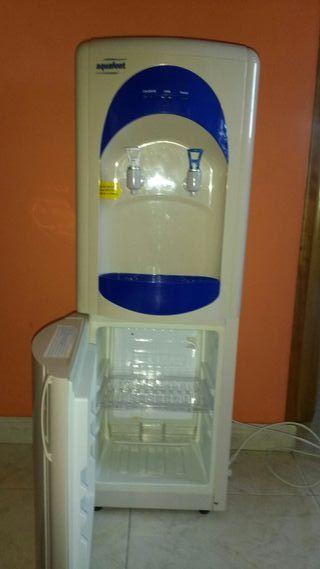 Dispensador de agua fría y caliente y nevera