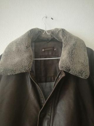 Chaqueta con cuello borreguillo marrón y gris