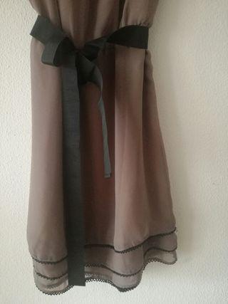 Vestido marrón claro con detalle inferior