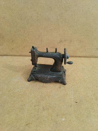 Sacapuntas maquina de coser