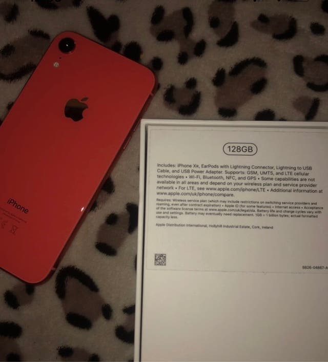 iPhone XR RED Unlocked 128gb