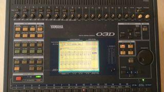 Mesa de mezclas audio Yamaha O3D profesional.