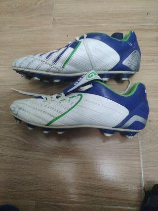 botas de futbol 44