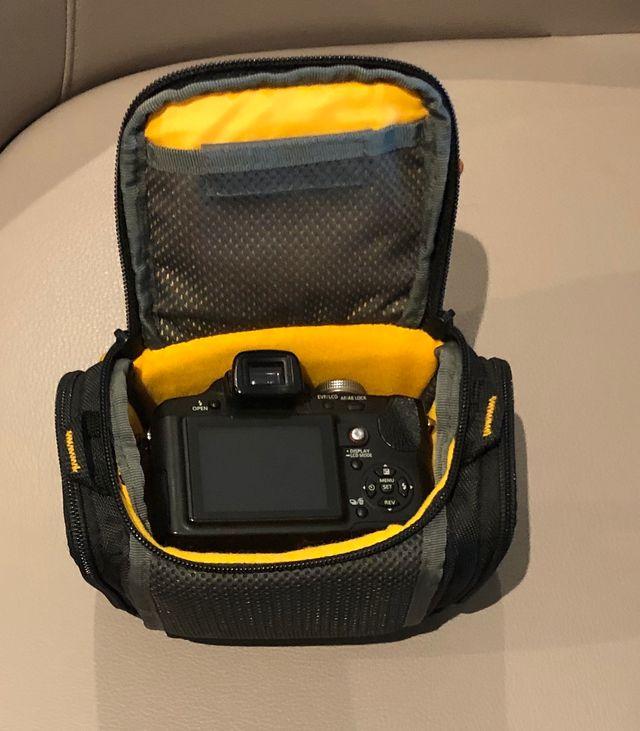 Sacoche semi-rigide pour appareil photo numérique