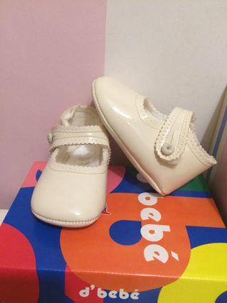 Zapatos bebe num 18 sin estrenar