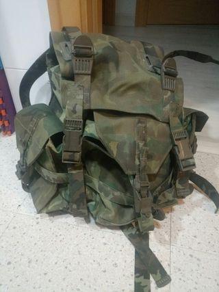 51686db1e Mochila militar de segunda mano en la provincia de Zaragoza en WALLAPOP
