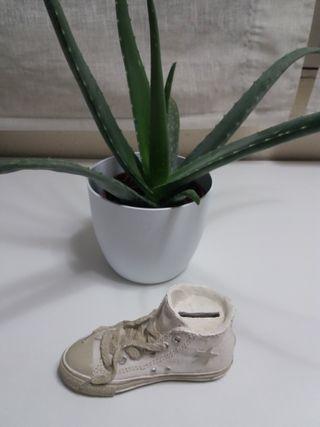 Hucha en forma de bota Converse blanca