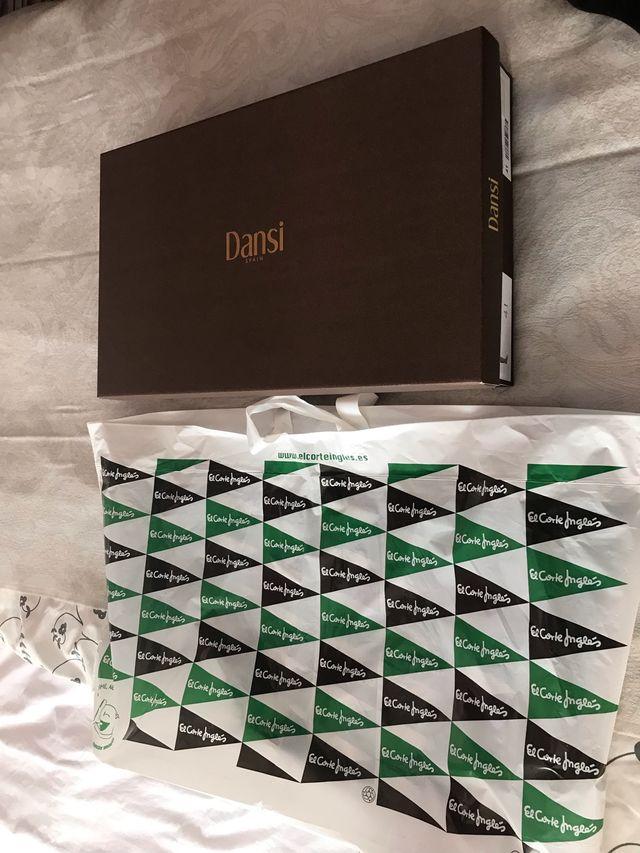 Botas de piel Corte Inglés. Made in Spain (190€).