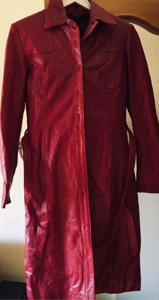 Abrigo de cuero rojo
