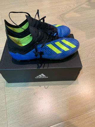 Botas de fútbol Adidas de tacos mixtos y goma
