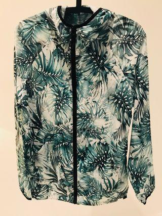 Chubasquero tropical hojas