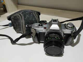 Cámara analógica reflex Canon AV-1