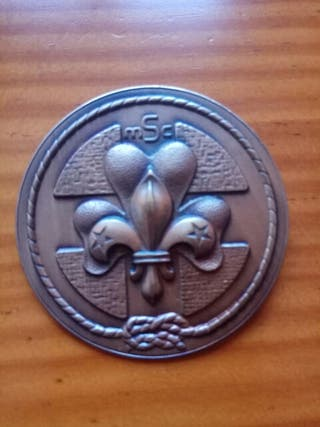 Alfiler insignia Movimiento Scout Católico.