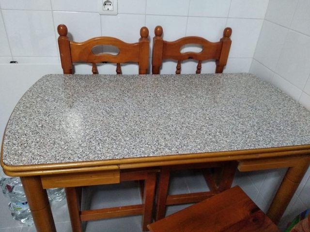 Conjunto mesa de cocina y 4 sillas de madera de segunda mano por 32 ...